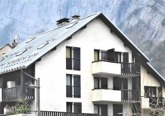 Renting Apartment 1 room 25m² Le Bourg-d'Oisans (38520) - Photo 1
