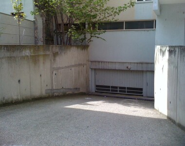 Renting Garage 17m² Grenoble (38000) - photo