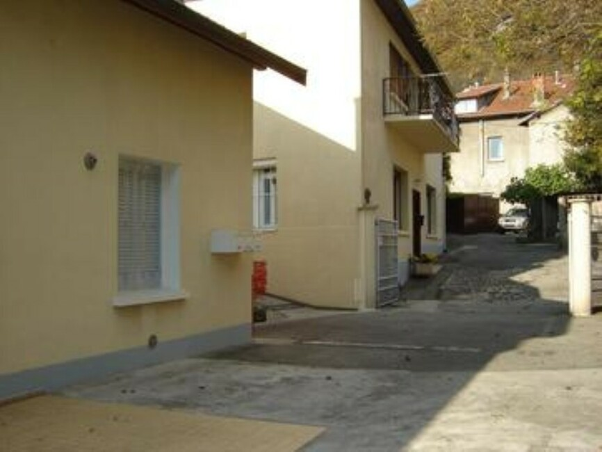 Location garage saint martin le vinoux 38950 112808 for Garage saint martin