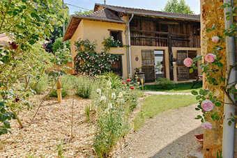 Vente Maison 15 pièces 465m² ST GENIX SUR GUIERS - photo 2