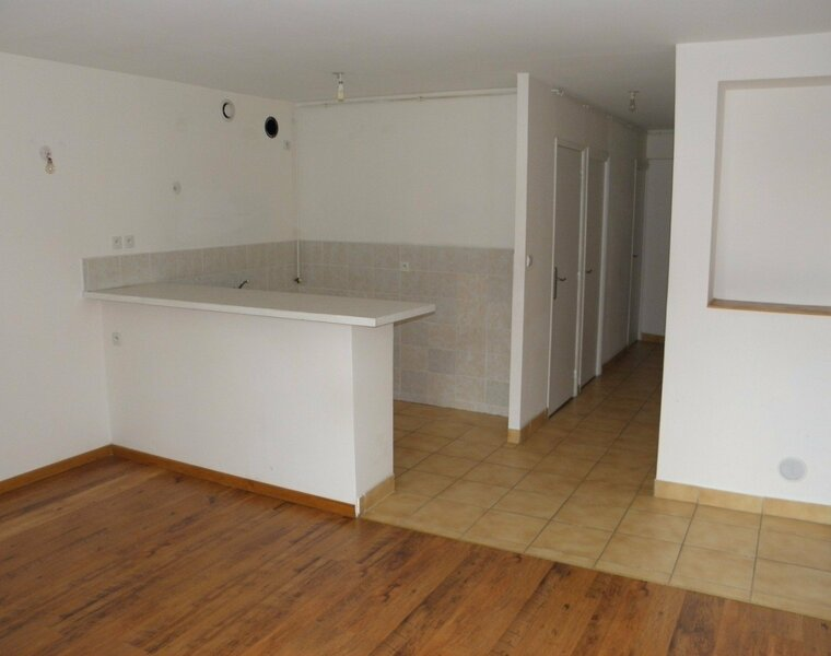 Location Appartement 4 pièces 60m² Saint-Denis-de-Cabanne (42750) - photo