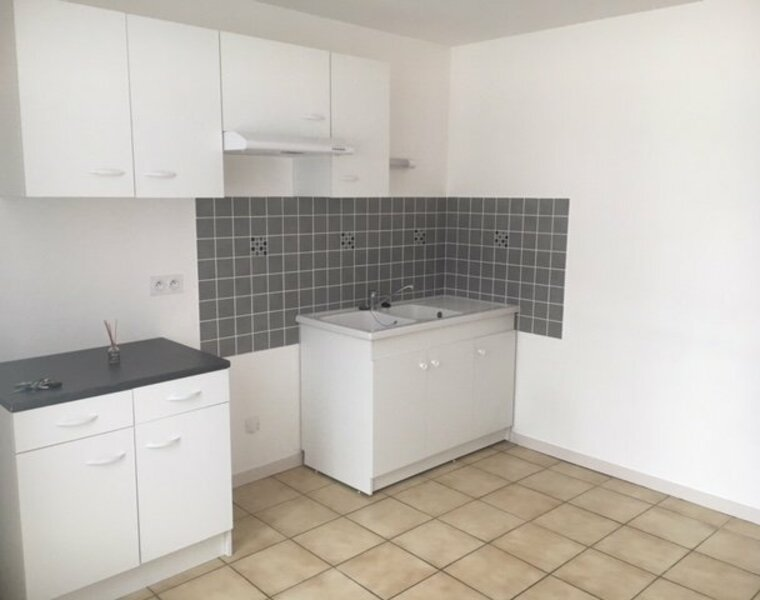 Location Appartement 2 pièces 31m² Saint-Denis-de-Cabanne (42750) - photo