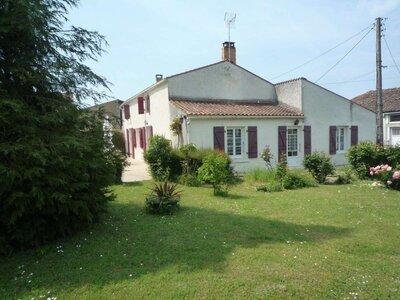 Vente Maison 7 pièces 180m² Saint-Cyr-du-Doret (17170) - photo