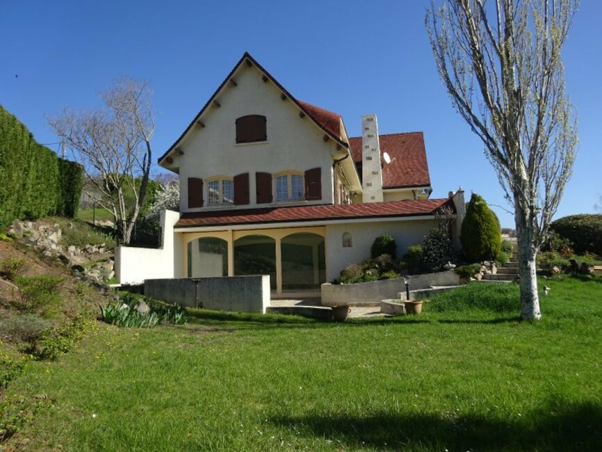 Excellent vente maison pices m photo with maison auvergne for Auvergne location maison