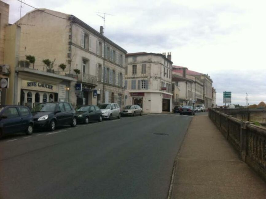 Vente fonds de commerce saintes 17100 82779 for Vente fond de commerce garage automobile