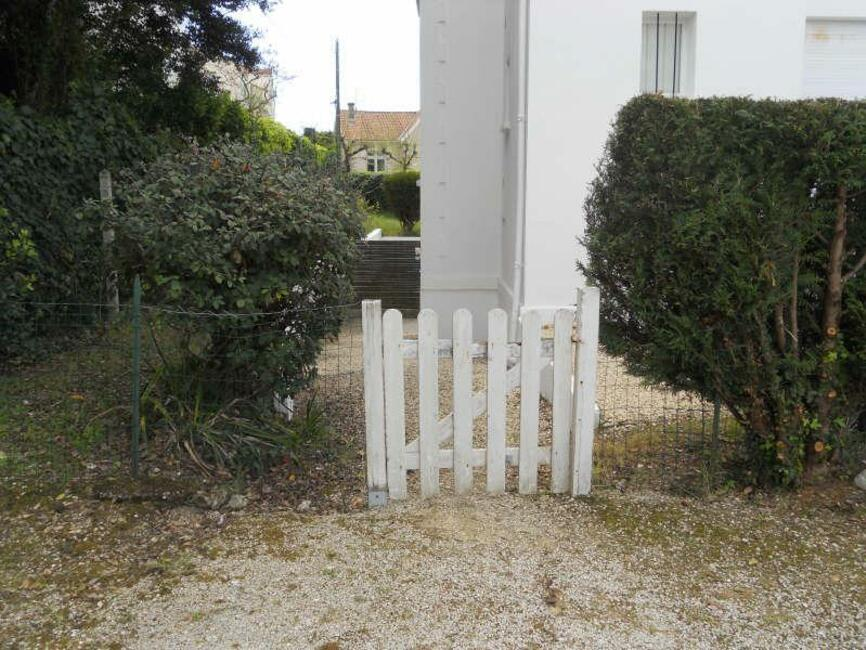 Vente appartement 2 pi ces royan 17200 100176 for Concession renault garage du chay royan