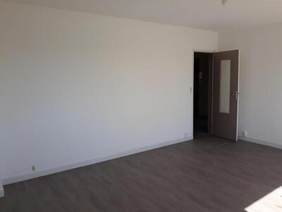 Location Appartement 4 pièces 81m² Douai (59500) - Photo 3