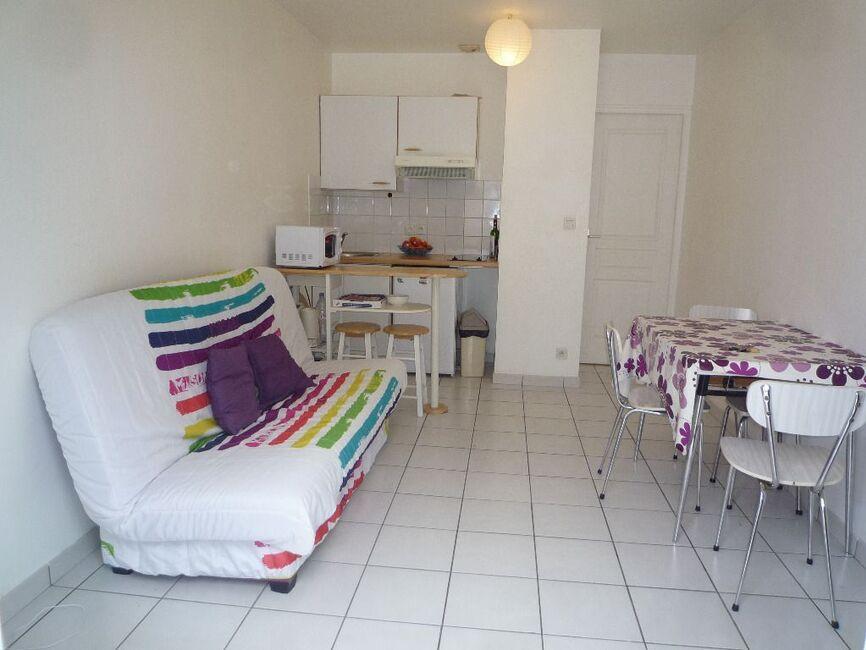 location appartement 1 pi ce la rochelle 17000 126754. Black Bedroom Furniture Sets. Home Design Ideas