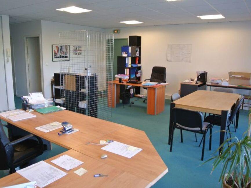 Location bureaux la rochelle 17000 140225 for Bureau center la rochelle