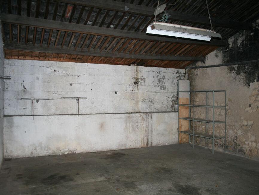 vente garage la rochelle 17000 230691. Black Bedroom Furniture Sets. Home Design Ideas