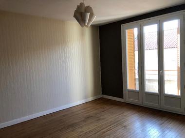 Location Appartement 4 pièces 85m² Pont-du-Château (63430) - photo