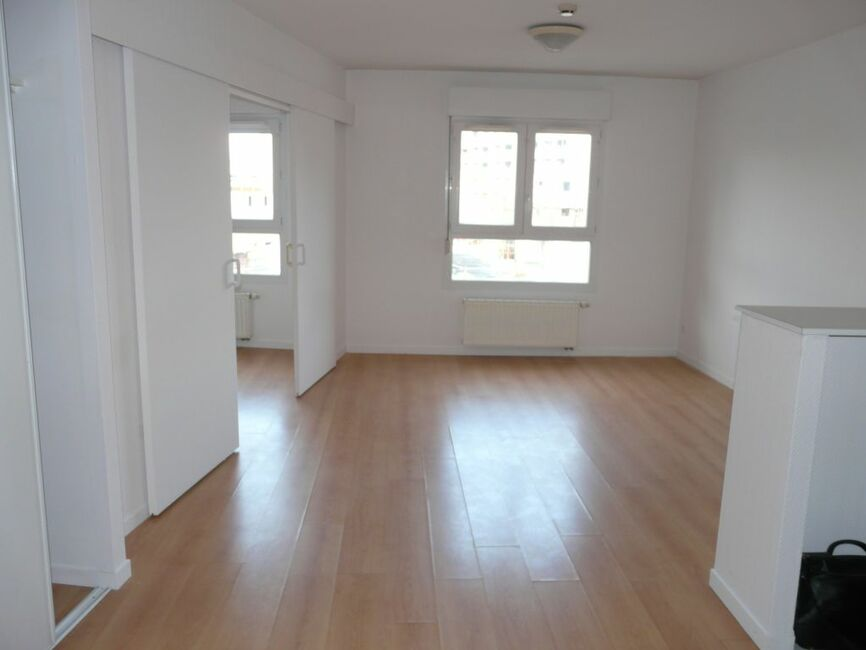 Vente appartement 2 pi ces clermont ferrand 63000 81100 for Vente appartement atypique clermont ferrand