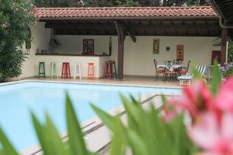 Vente Maison 6 pièces 220m² SAINT PIERRE D'IRUBE - photo