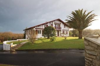 Location Maison 7 pièces 216m² Villefranque (64990) - Photo 1