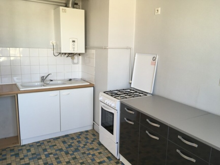 Renting apartment 2 rooms Clermont-Ferrand (63000) - 250052