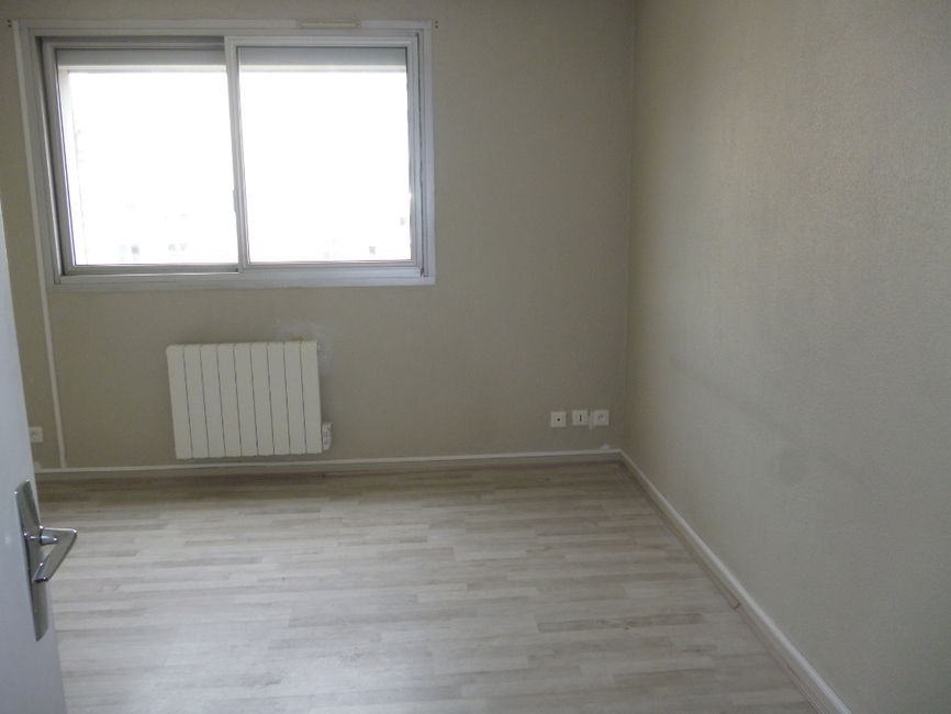 location appartement 1 pi ce clermont ferrand 63000 483216. Black Bedroom Furniture Sets. Home Design Ideas