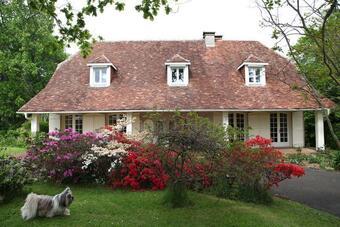 Vente Maison 7 pièces 210m² Gelos (64110) - photo