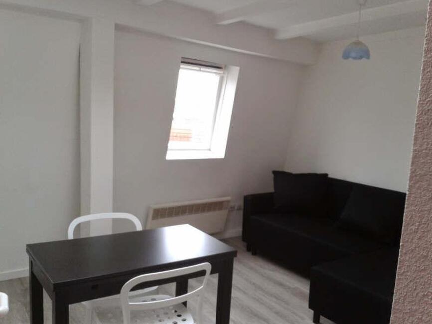 Location appartement 1 pi ce metz 57000 264859 for Studio meuble metz
