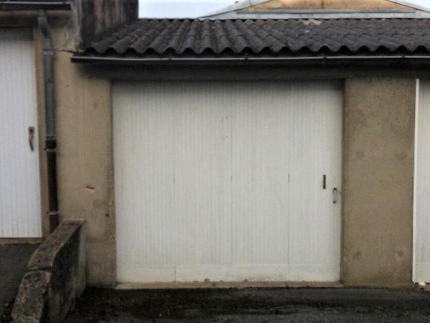 vente garage 2 pi ces la roche sur yon 85000 248655. Black Bedroom Furniture Sets. Home Design Ideas