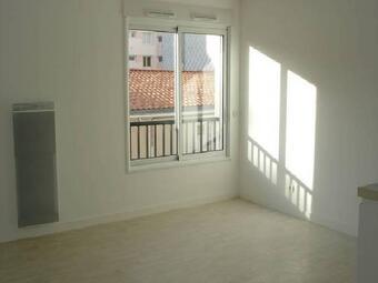 Location Appartement 1 pièce 25m² La Roche-sur-Yon (85000) - Photo 1