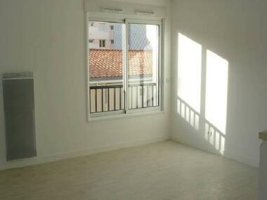 Location Appartement 1 pièce 25m² La Roche-sur-Yon (85000) - photo