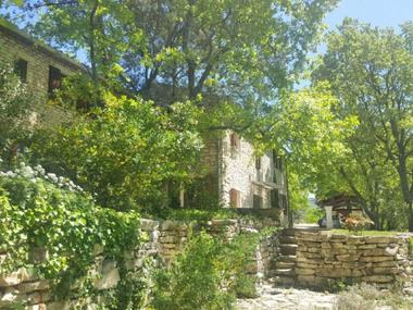 Vente Maison 13 pièces 260m² Lacoste (84480) - photo