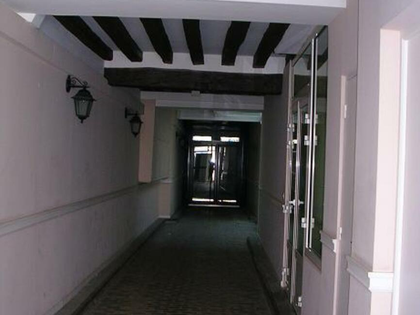 location appartement 1 pi ce orl ans 45000 226674. Black Bedroom Furniture Sets. Home Design Ideas