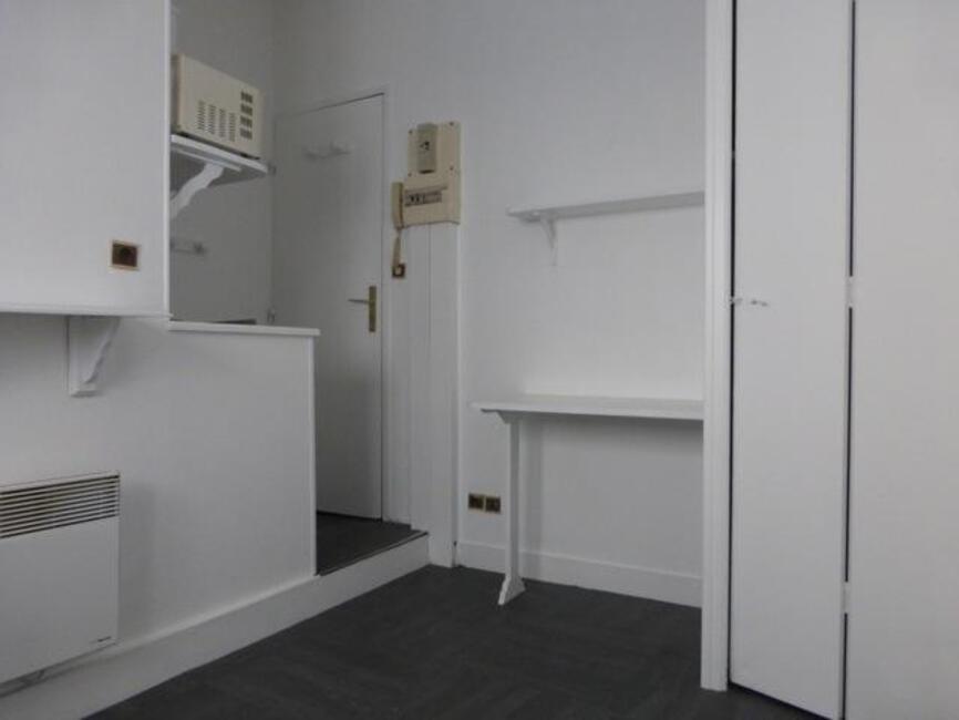 location appartement 1 pi ce orl ans 45000 238854. Black Bedroom Furniture Sets. Home Design Ideas