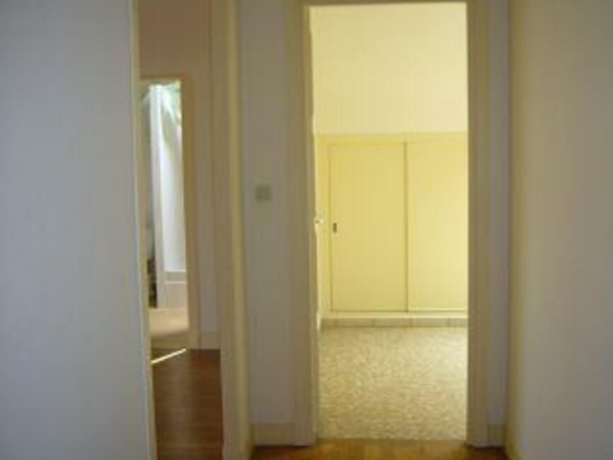 location appartement 1 pi ce orl ans 45000 232116. Black Bedroom Furniture Sets. Home Design Ideas