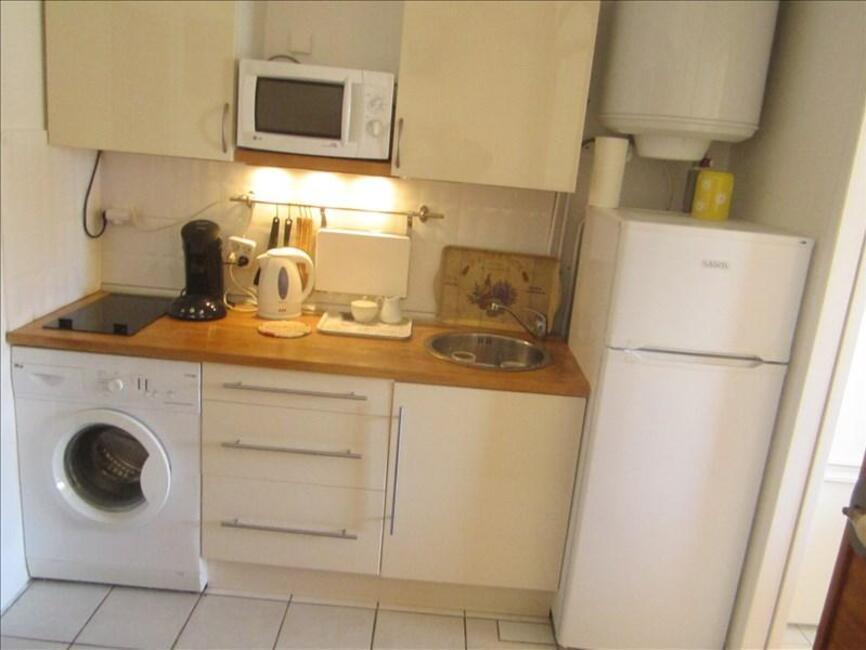 vente appartement 1 pi ce hy res 83400 326629. Black Bedroom Furniture Sets. Home Design Ideas