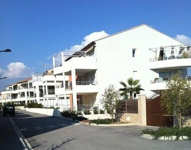 Renting Garage 15m² Hyères (83400) - photo