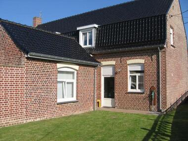 Location Maison 8 pièces 130m² Herzeele (59470) - photo