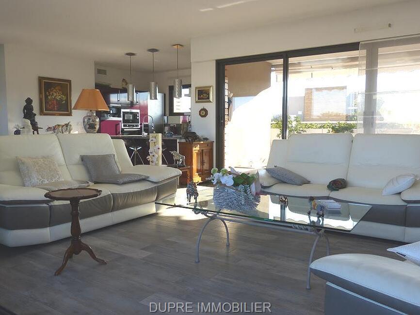 vente appartement 4 pi ces fr jus 83600 400232. Black Bedroom Furniture Sets. Home Design Ideas