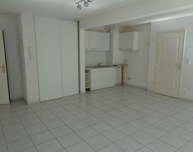 Renting Apartment 2 rooms 50m² Monteux (84170) - photo
