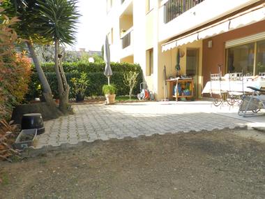 Sale Apartment 3 rooms 70m² Saint-Laurent-du-Var (06700) - photo