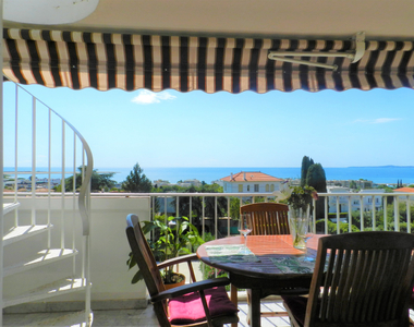 Sale Apartment 2 rooms 59m² Saint-Laurent-du-Var (06700) - photo