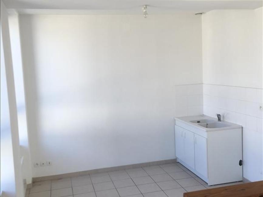 Location Appartement 2 pièces 27m² Bayeux (14400) - photo