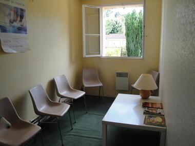 Location Bureaux 3 pièces 37m² Saint-Pierre-lès-Nemours (77140) - photo