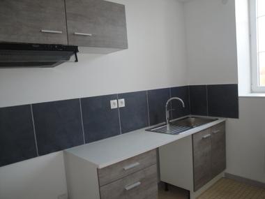 Location Appartement 61m² Puiseaux (45390) - photo