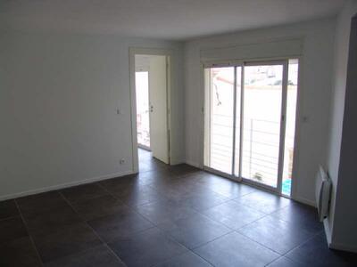 Location Appartement 3 pièces 80m² Marseille 09 (13009) - Photo 3