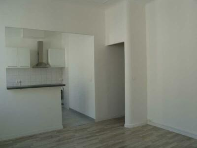 Location Appartement 2 pièces 42m² Marseille 06 (13006) - Photo 4