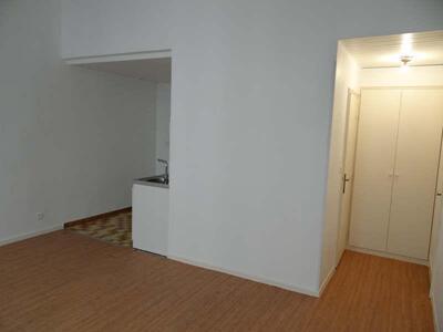 Location Appartement 1 pièce 30m² Marseille 06 (13006) - Photo 2