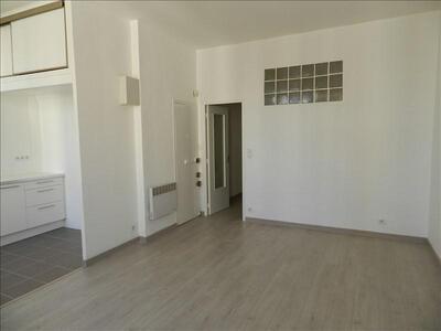 Location Appartement 2 pièces 36m² Marseille 06 (13006) - Photo 3