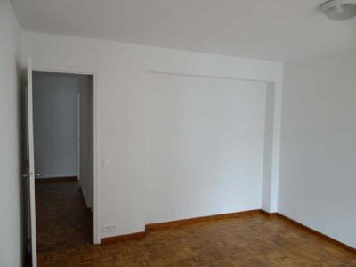 Location Appartement 2 pièces 53m² Marseille 06 (13006) - Photo 2