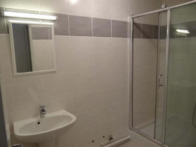 Location Appartement 2 pièces 53m² Marseille 06 (13006) - Photo 3