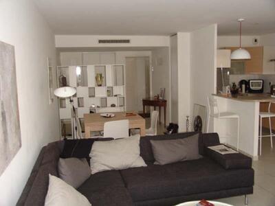 Location Appartement 3 pièces 73m² Marseille 08 (13008) - Photo 3