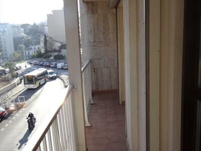 Location Appartement 3 pièces 73m² Marseille 06 (13006) - Photo 2