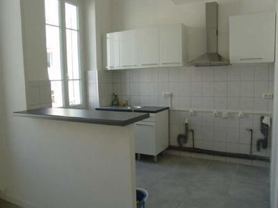Location Appartement 2 pièces 42m² Marseille 06 (13006) - Photo 3