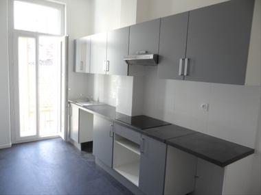 Location Appartement 3 pièces 74m² Marseille 01 (13001) - photo