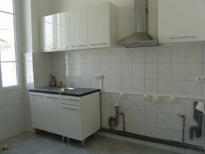 Location Appartement 2 pièces 42m² Marseille 06 (13006) - Photo 2